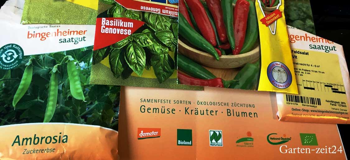 Tüten mit Bio-Saatgut und Standard-Saatgut